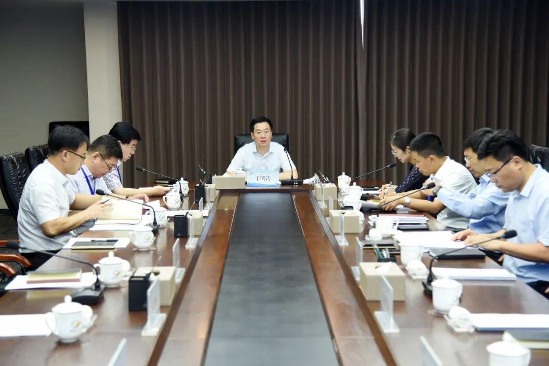 综保区工委理论学习中心组举行集体学习