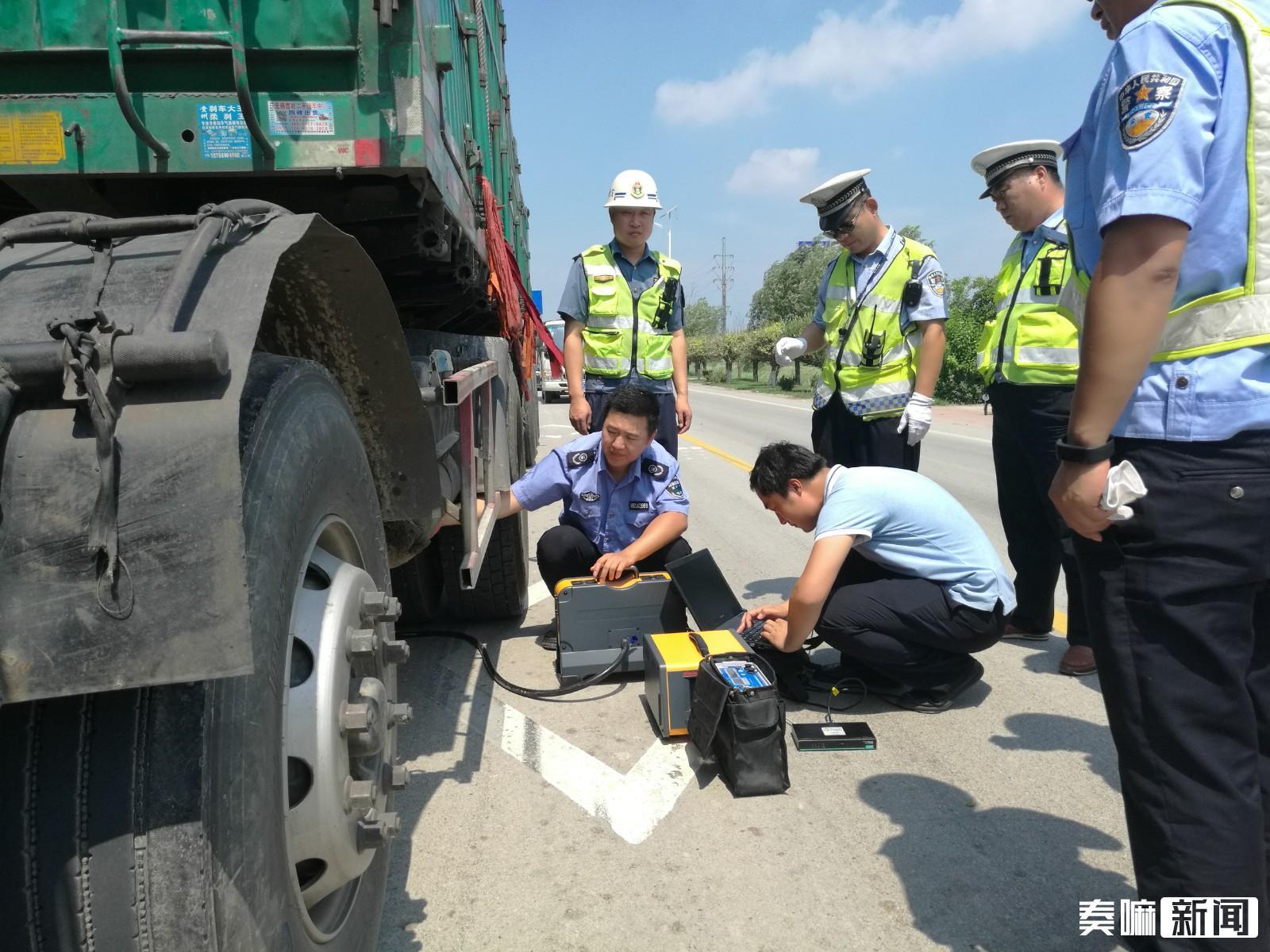 县环保局联合交警队、交通局开展重型柴油车尾气监测,保障空气环境质量。